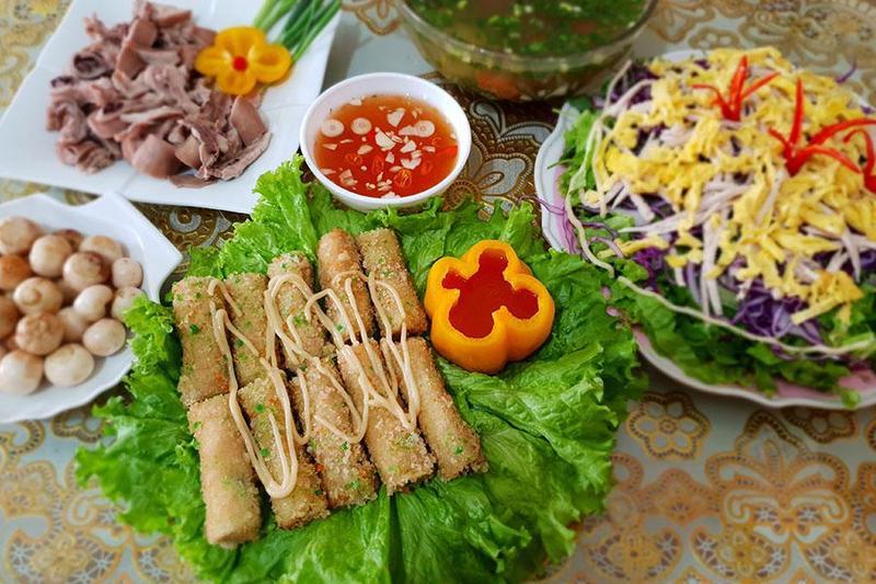 Điểm danh 5 món ăn trong thực đơn tiệc lưu động khiến bao người thổn thức